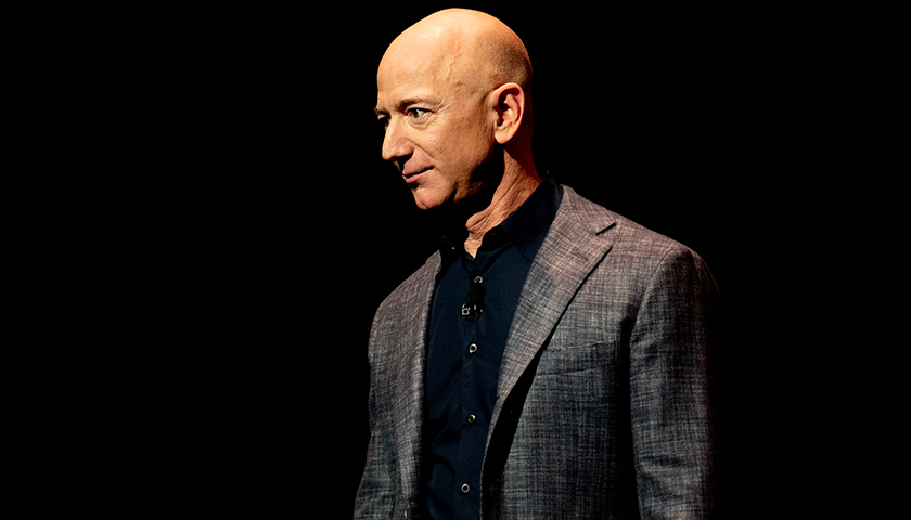 Bezos Offers to Waive $2 Billion in Fees to Secure Lunar Landing Contract