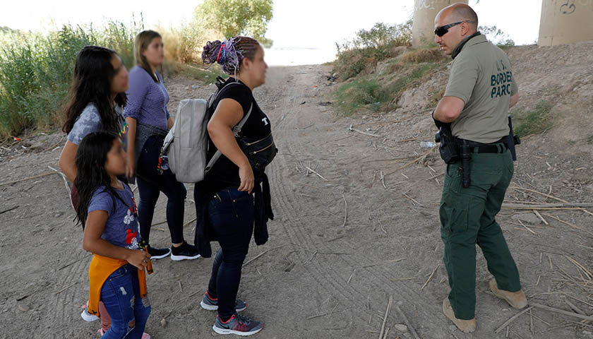 Over 800 Illegal Minors Stopped at the Border in One Day