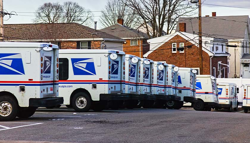 U.S. Postal Service Workers Are Having a Lot of Vehicle Accidents, but Not Reporting Them: Report